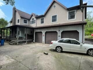418 ROCK GLEN Road, Sugarloaf, PA 18249