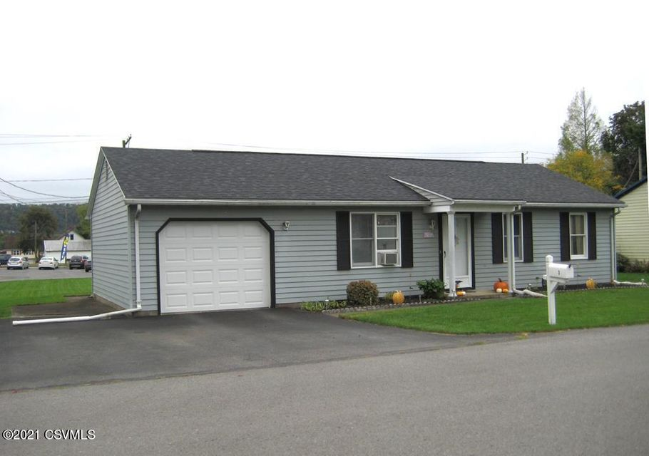 3 S RED MAPLE Street, Selinsgrove, PA 17870