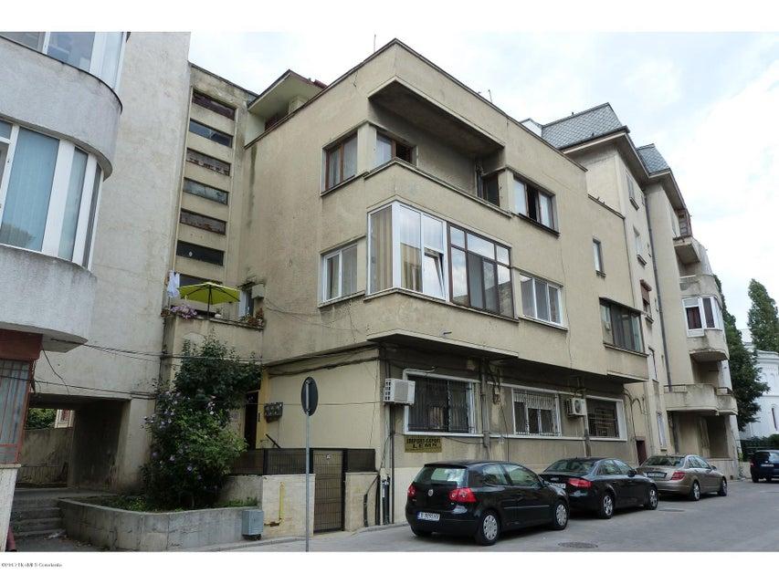 Vanzare Apartament 5 camere - Cazinou, Constanta