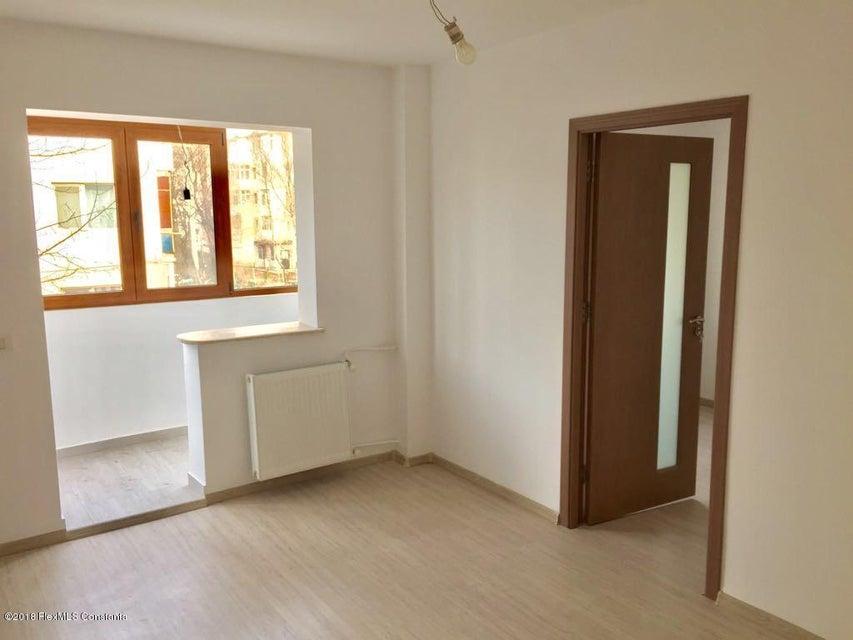 Vanzare Apartament 3 camere - Salvare, Constanta