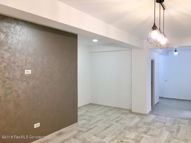 Vanzare Apartament 4 camere - Compozitorilor, Constanta - DSC_111861