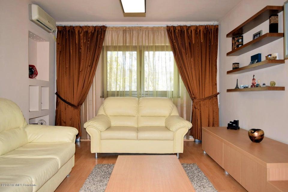 Vanzare Apartament 3 camere - Far, Constanta