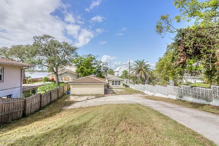 1215 N Halifax Avenue, Daytona Beach, FL 32118