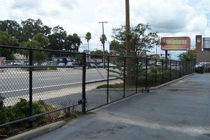 556 W International Speedway Boulevard, Daytona Beach, FL 32114
