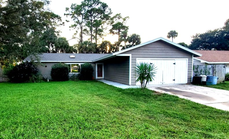 830 Wildwood Circle, Port Orange, FL 32127