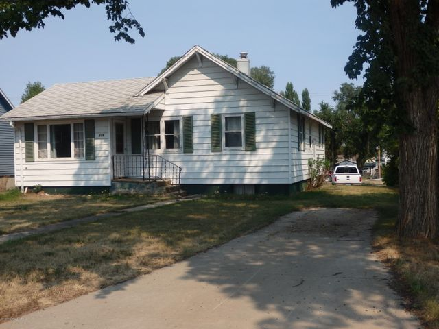 216 4th Ave. NE, Watford City, ND 58854