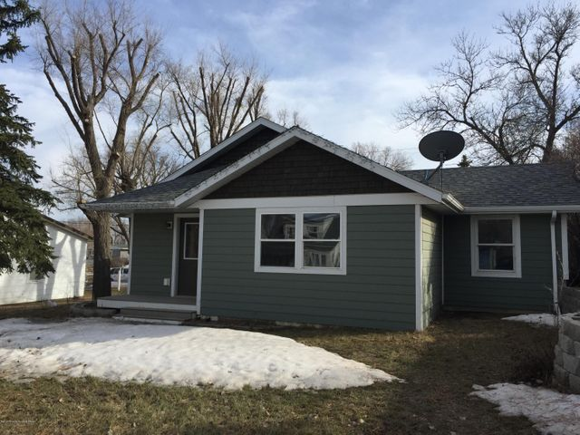 Cute 2 bedroom 2 bath home close to downtown Watford City.