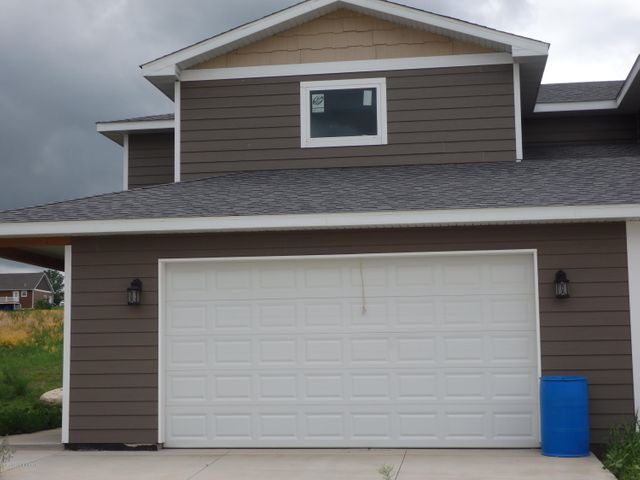 1121 9th St. SW, Watford City, ND 58854