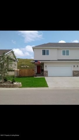 216 8th ST NW, Watford City, ND 58854