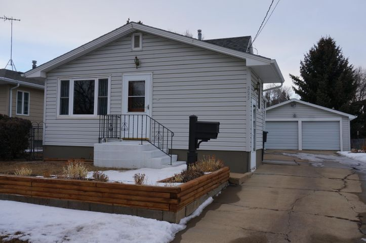 225 9th St E, Dickinson, ND 58601