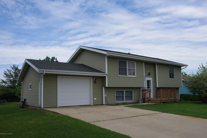 303 5th St NW, South Heart, ND 58655