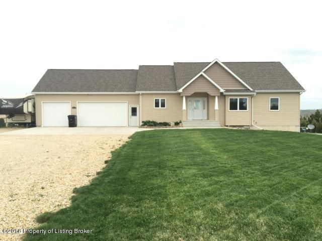 1318 13th St SW, Dickinson, ND 58601