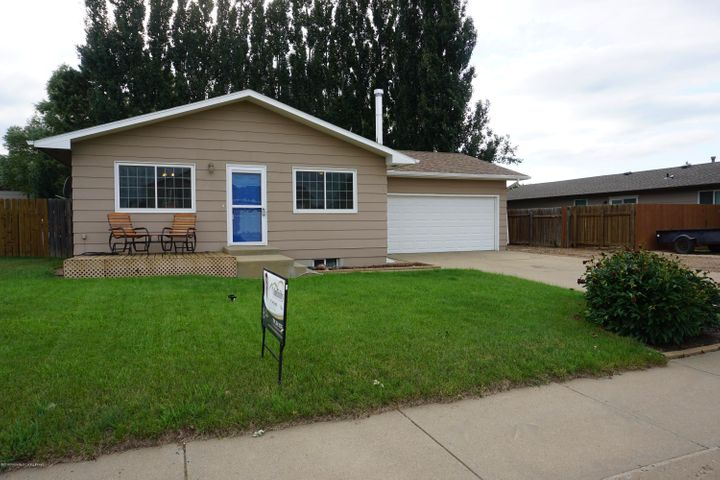712 4th Ave SE, Dickinson, ND 58601