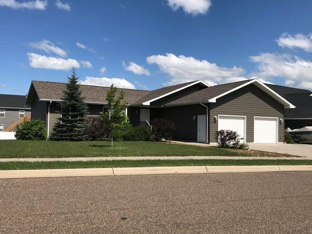 2468 Prairie Oak Dr, Dickinson, ND 58601
