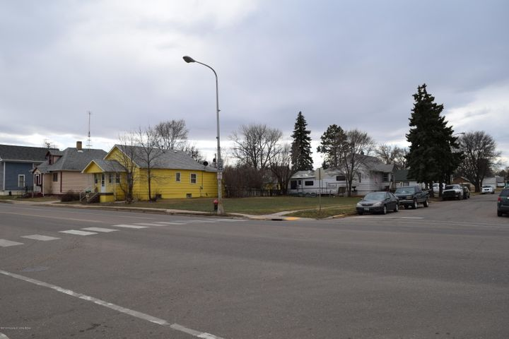 3rd Ave W & 1st St SW, Dickinson, ND 58601