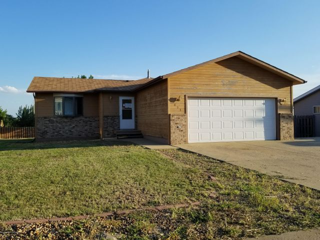 893 22nd St. W, Dickinson, ND 58601