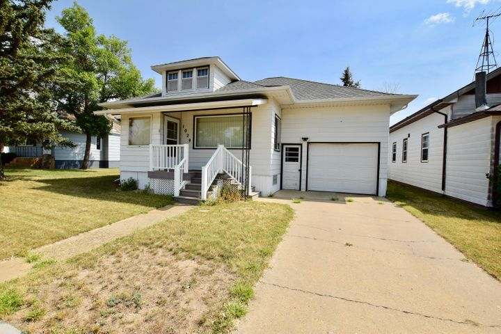 1029 Main St., New England, ND 58647