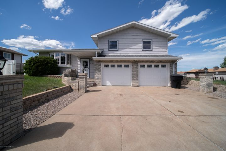424 SW 6th St, Dickinson, ND 58601