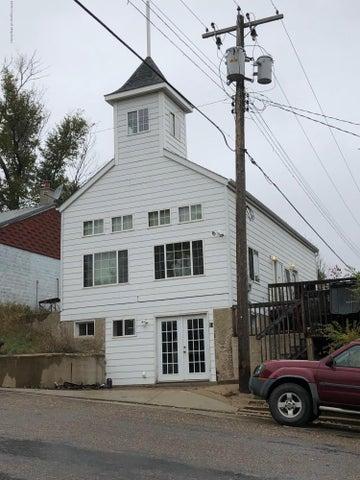 51 Main St W, Killdeer, ND 58640