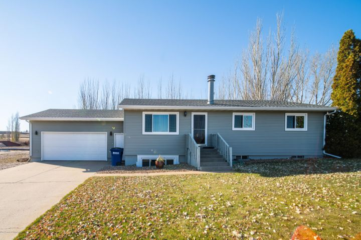 668 8th Avenue SW, Dickinson, ND 58601