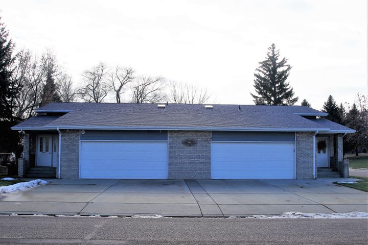 675 695 6th St West, Dickinson, ND 58601