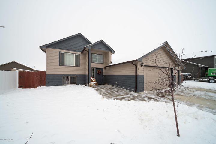 1951 3rd Ave E, Dickinson, ND 58601