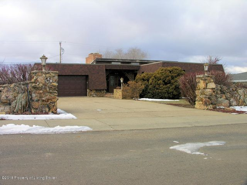 552 South Main, Dickinson, ND 58601