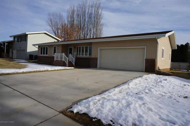 926 10th Ave W, Dickinson, ND 58601