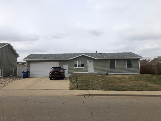 548 3rd Avenue SW, Dickinson, ND 58601