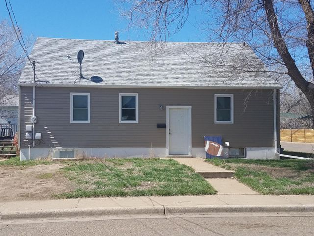 267 8th Avenue E, Dickinson, ND 58601