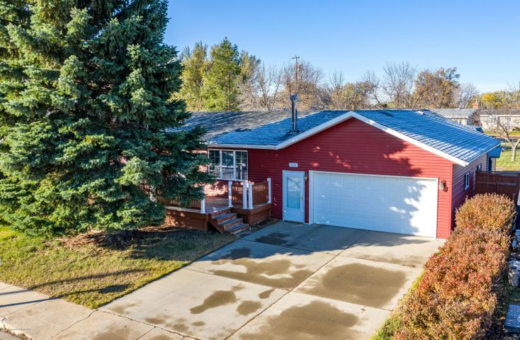 339 Suncrest Avenue, Dickinson, ND 58601