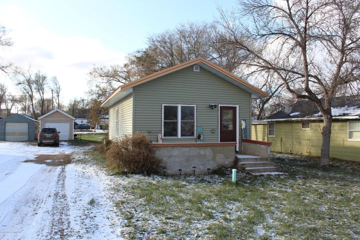 217 5th Street NE, Watford City, ND 58854
