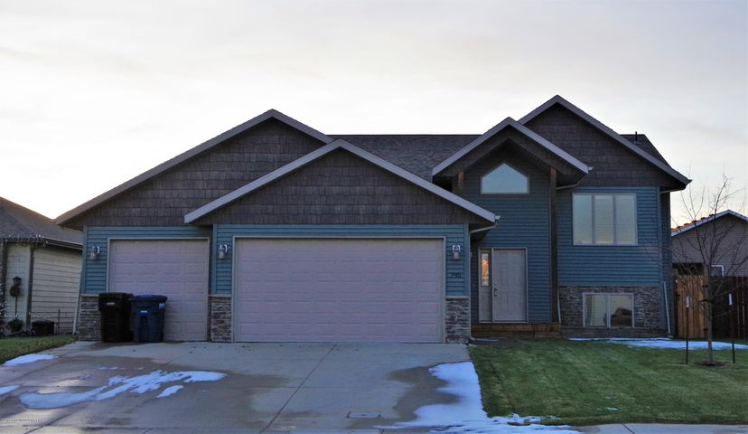 795 16th Avenue E, Dickinson, ND 58601
