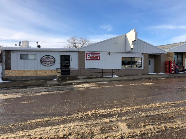 820 Main Street, New England, ND 58647