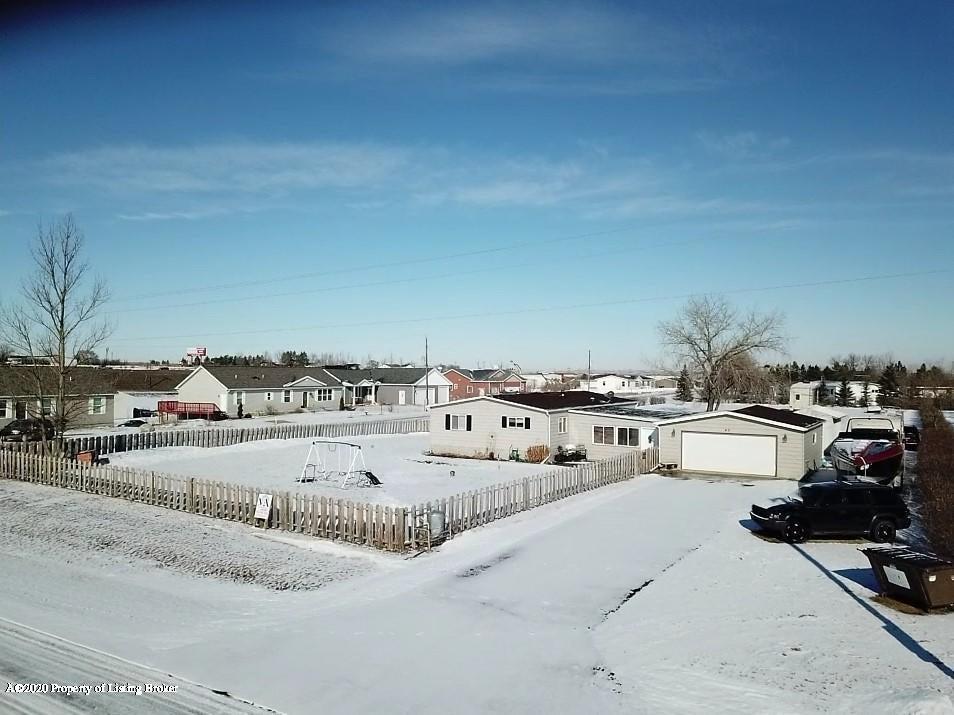 40 72nd Street E, Williston, ND 58801