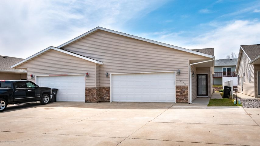 1349 15th Street W, Dickinson, ND 58601