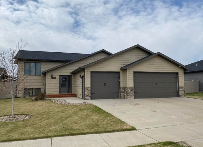2341 8th Street W, Dickinson, ND 58601