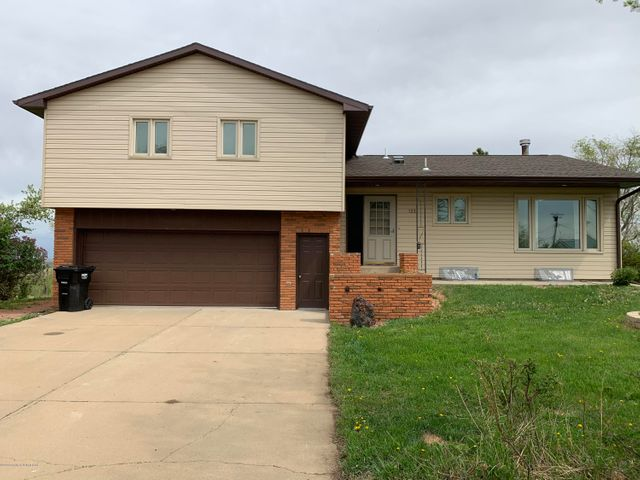 122 3rd Ave W, Richardton, ND 58652