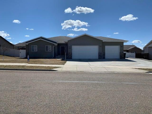 2840 Prairie Oak Drive, Dickinson, ND 58601