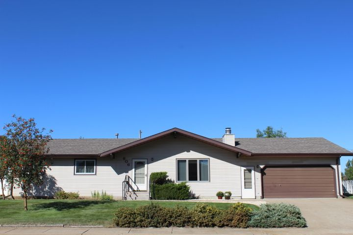 606 6th Avenue SW, Dickinson, ND 58601