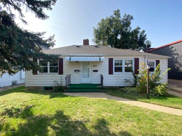235 3rd Street W, Dickinson, ND 58601