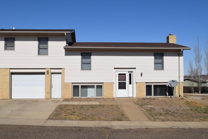 366 SE 8th Street, Dickinson, ND 58601
