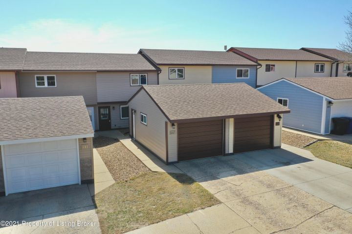647 27th St. W, Dickinson, ND 58601