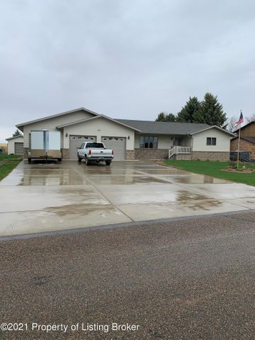 3066 Lakeview Drive, Dickinson, ND 58601