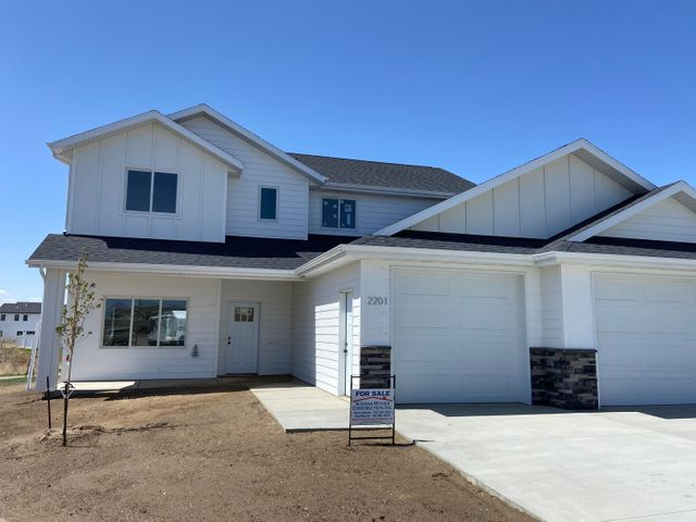 2201 Arapaho Court, Dickinson, ND 58601