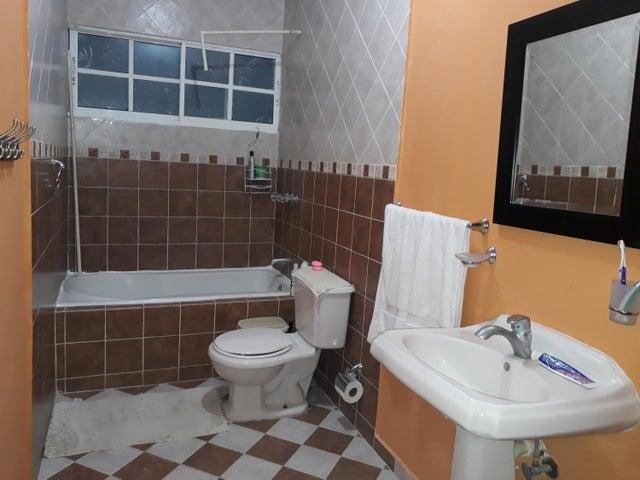 Casa Santo Domingo>Santo Domingo Este>Las Americas - Venta:17.000.000 Pesos - codigo: 17-1013
