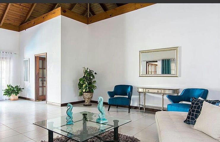 Casa La Romana>La Romana>Casa de Campo - Alquiler:700 Dolares - codigo: 15-420