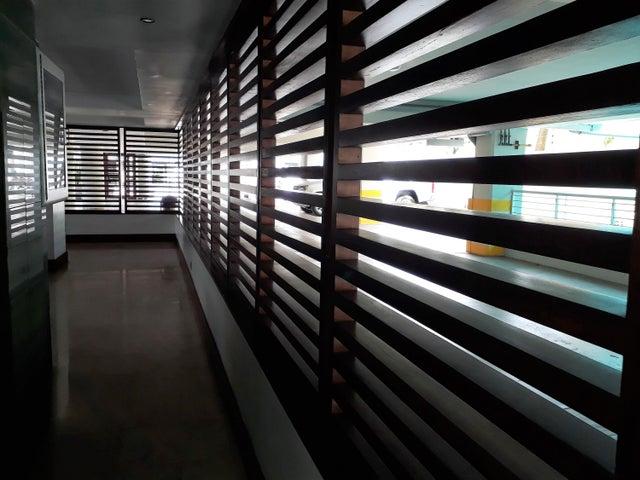 Apartamento Distrito Nacional>Santo Domingo>Esperilla - Alquiler:1.800 Dolares - codigo: 17-1119