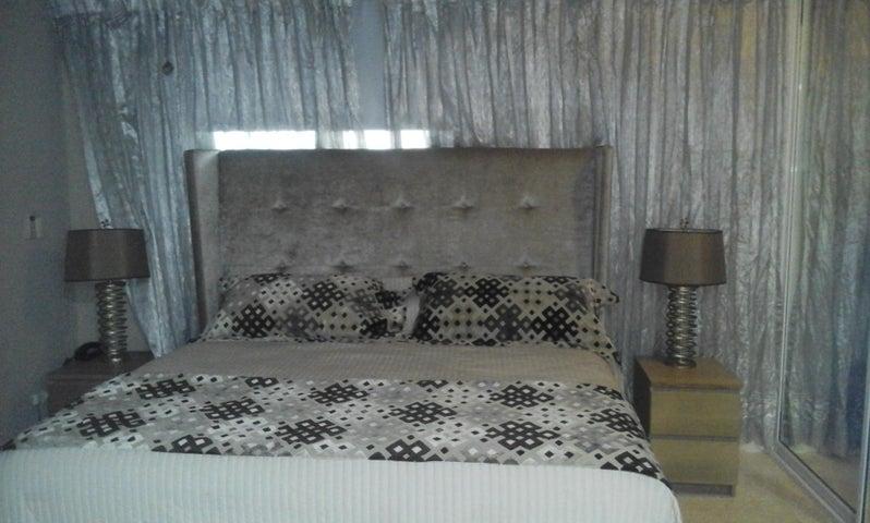 Apartamento Distrito Nacional>Santo Domingo>Serralles - Alquiler:2.000 Dolares - codigo: 17-1130