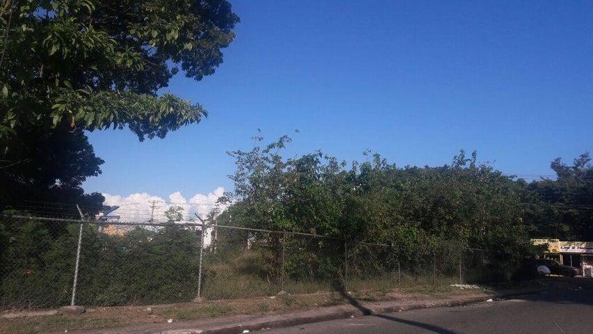 Terreno Santo Domingo>Santo Domingo Oeste>Libertador - Venta:439.000 Dolares - codigo: 17-1356